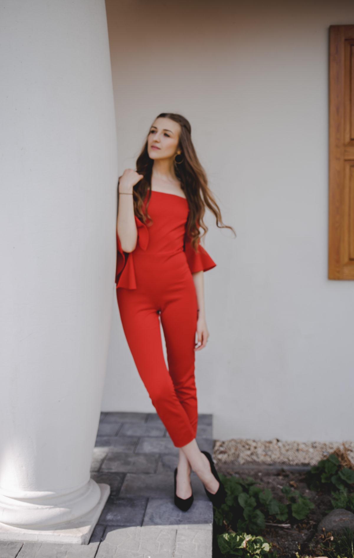 czerwony kombinezon